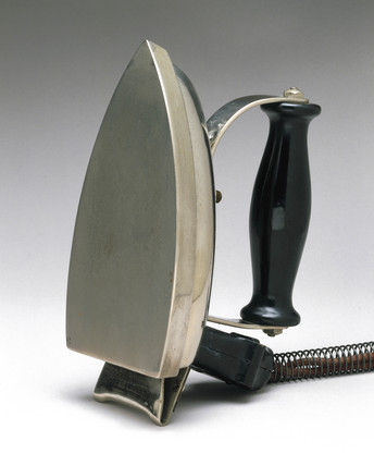 Smoothwell electric iron, 1935