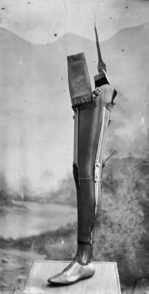 Artificial leg, 1890-1910.