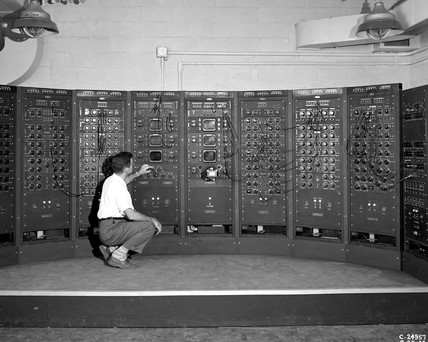 'Analogue computing machine in Fuel Systems Building', NACA, 1949.