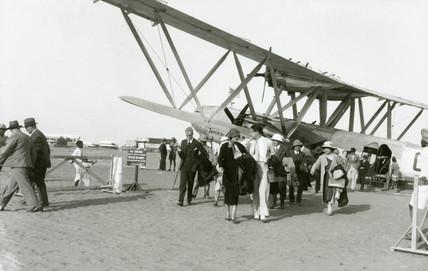 Disembarking pasengers at Khartoum, Sudan, c 1930s.
