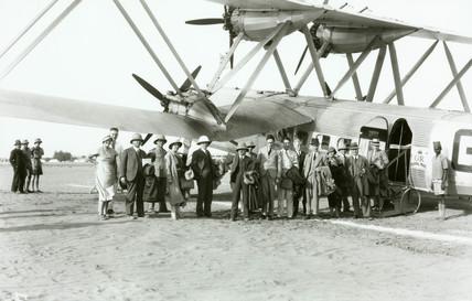 HP42 pasengers embark at Khartoum, Sudan, 1931-1941.