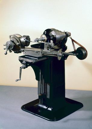 Brown and Sharpe's first universal milling machine.