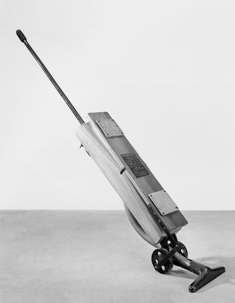 'Daisy' No 2 vacuum cleaner, c 1914.