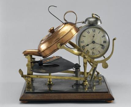 Automatic tea-making machine, c 1902.