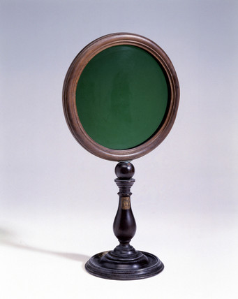 Green glas disc, 1725-1750.