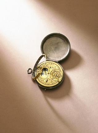 Equinoctial sun dial, c 1690.