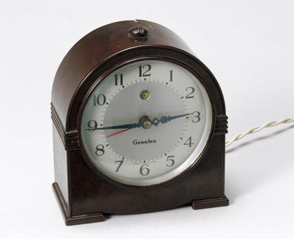 Genalex self-starting synchronous clock, c 1940.