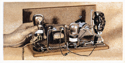 'How to build a two valve set', No 23, Godfrey Philips cigarette card, 1925.