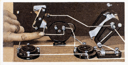 'How to build a two valve set', No 10, Godfrey Philips cigarette card, 1925.
