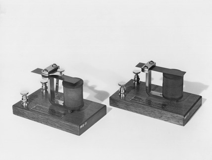 Bell's 'Harmonic' telegraph transmitter and receiver, 1873-1874.