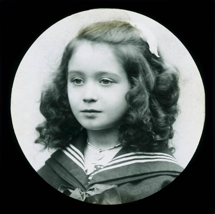 Young girl, posibly Amy Johnson, c 1910.