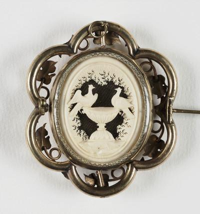 Lovebirds brooch, c 1850.