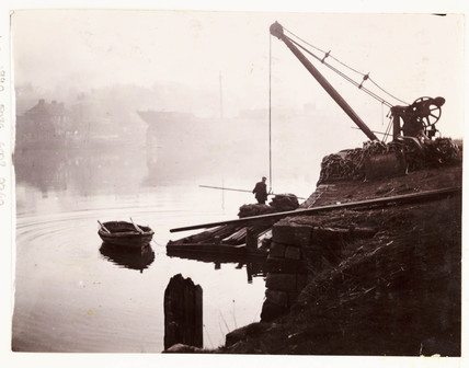Crane, Whitby Harbour, North Yorkshire, c 1905.