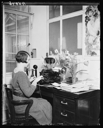 Typist working in a 'Brighter England' office, 22 March 1932.