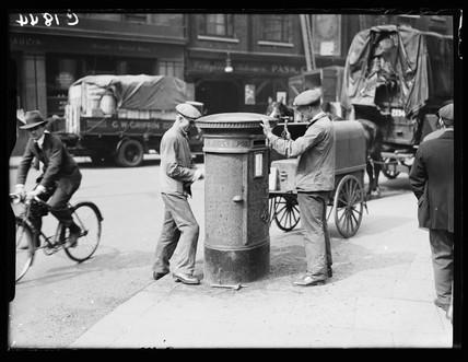 Refurbishing a pillar box, 1933.