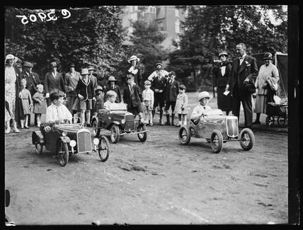Pedal car race, 1933.