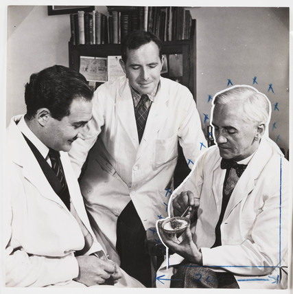 Sir Alexander Fleming and Mr Suchet, 1943.