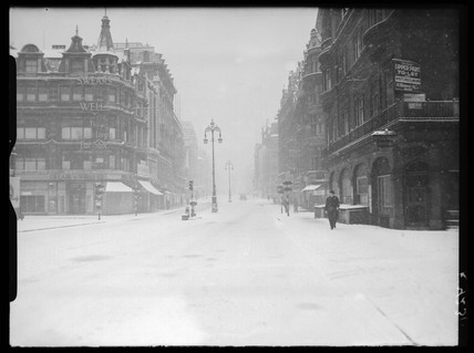Snow in Oxford Street, London, 1941.