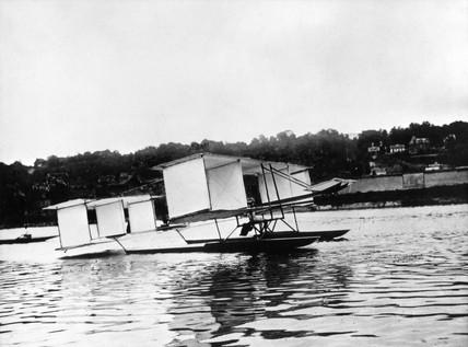 Voisin-Archdeacon float glider, 1905.