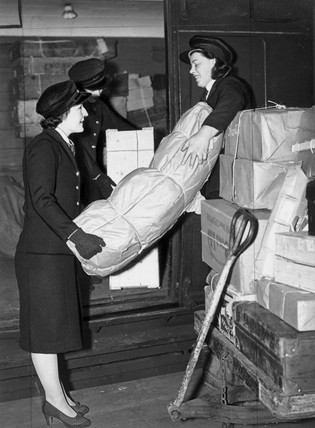 Women porters loading parcels on to a train, 27 February 1941.
