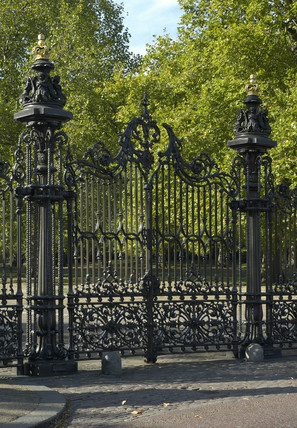Park gates by Coalbrookdale Company, Kensington Gardens, London, 2003.
