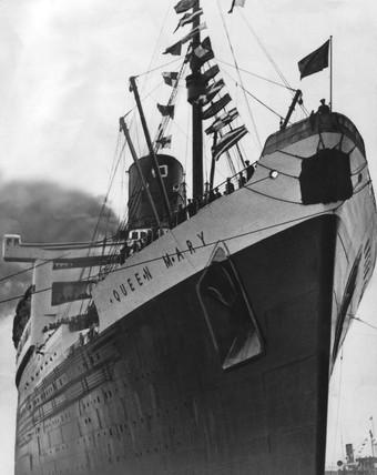 TS 'Queen Mary' in dock, 23 December 1951.