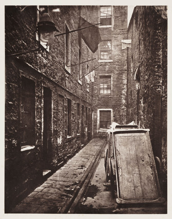 'A close behind No 136 Saltmarket', Glasgow, 1868.