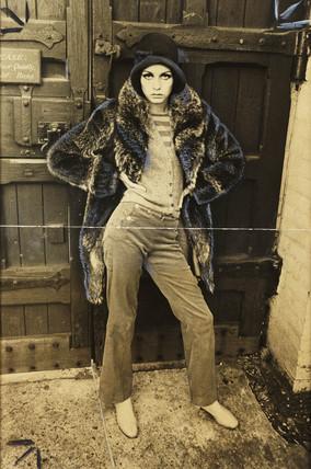 Twiggy arriving at a sculptor's studio, 1966.