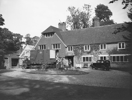Removal van, Wexcombe Manor, Marlborough, 30 September 1937.