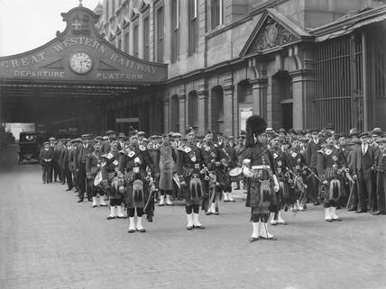 War recruits, Paddinton station, London, 1915