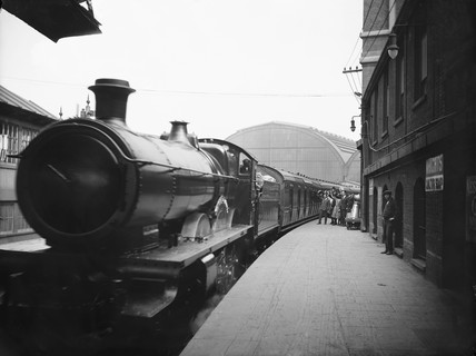 Cornish Riviera express at Paddington Station, London, 1922.