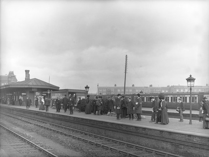 Commuters at the GWR's Southall Station, London, c 1907.