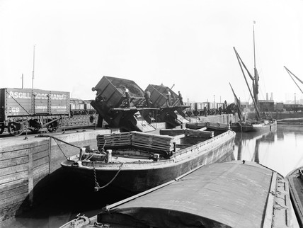 Coal tipping at Poplar Dock, London, 1898.