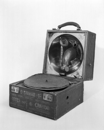 Decca portable gramophone, 1914. Made by D