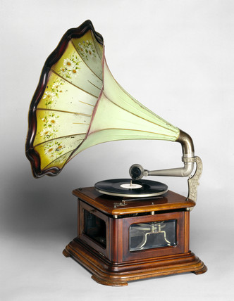 Paillard hot air gramophone, 1910.