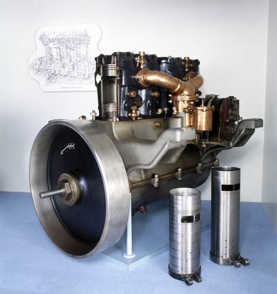 Daimler-Knight four-cylinder engine, 1909.