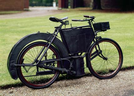Hildebrand 1.5 hp steam motorcycle, 1889.