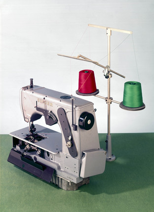 Singer 552 double-thread chain-stitch sewing machine, 1970.
