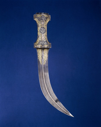 Persian dagger with curved blade of watered steel, 18th century.