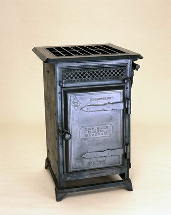 The 'Universal' gas cooker No 4, c 1886.