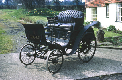 Benz single-cylinder 3 hp motor car, 1900.