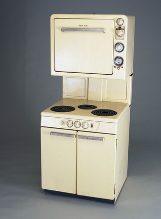 Electric high level automatic cooker, English, 1956.