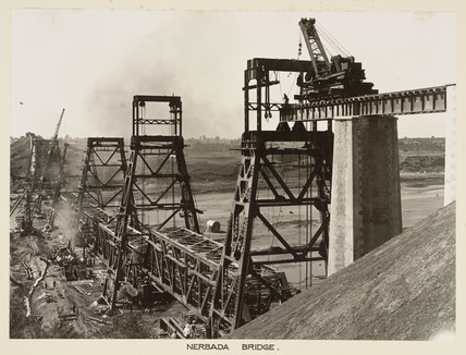 Construction of the new Nerbada Bridge, India, c 1929