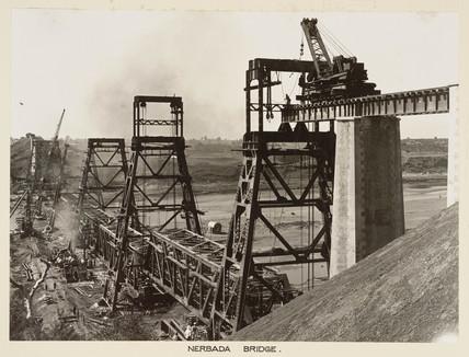 Construction of the new Nerbada Bridge, India, c 1929