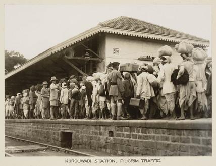 Crowds at Kurduwadi Station, India, c 1930.