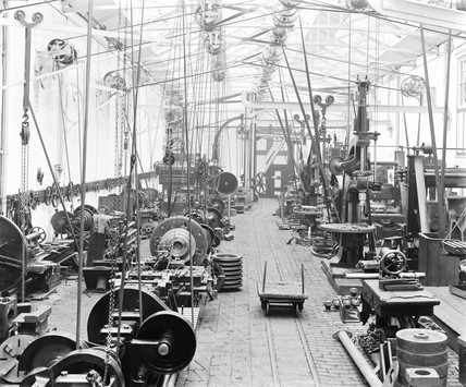 Machine shop at Bow works, London, 1898.