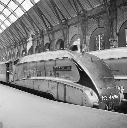 Golden Shuttle at King's Cross station, 1938.