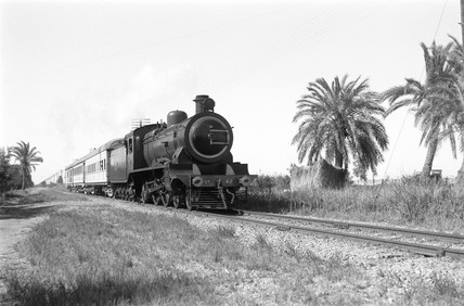 Class 26 locomotive near Rassoua, Egypt, 1941.