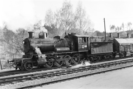 Class 24B locomotive at Harefoss, Norway, 1954.