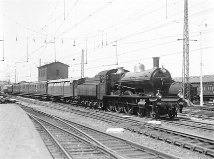 Class PO/3 4-6-0 locomotive, Rotterdam Station, Holland, 1932.